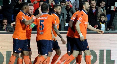 Başakşehir ,Adebayor ve 3 Futbolcu ile yollarını ayırdı
