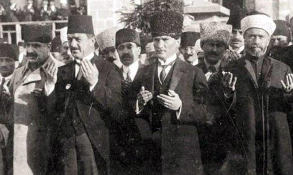 İlk MEclis Toplantısı-Mustafa Kemal ve Rifat Börekçi