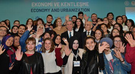 """""""Gençler  yönetime katılın,kenti birlikte yönetelim"""""""