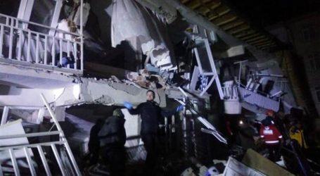 Elazığ'da 6.8 şiddetinde deprem oldu