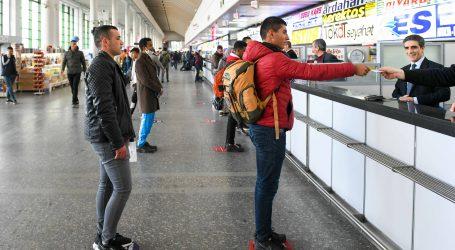 BAŞKENT'TE MESAFENİ KORU YAPIŞTIRMALARI İLE FARKINDALIK UYARISI