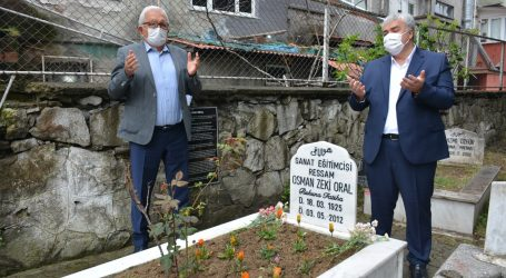 RESSAM OSMAN ZEKİ ORAL, MEZARI BAŞINDA ANILDI