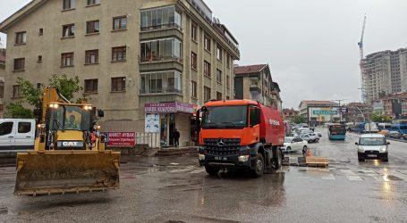 Ankara da SEL hayatı felç etti