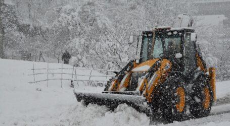 Zonguldak ta kar yolları kapadı