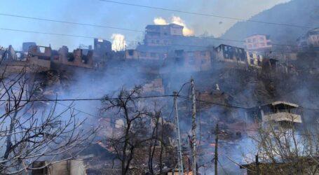 Yusufeli'nde köyde çıkan yangında 60 ev yandı