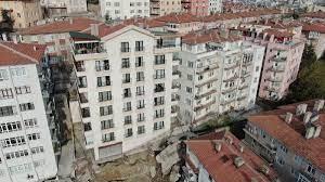 Temeli kayan 8 Katlı bina çökmeden boşaltıldı